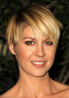 Short hairstyle Inspiration From Celebrity Jenna Elfman