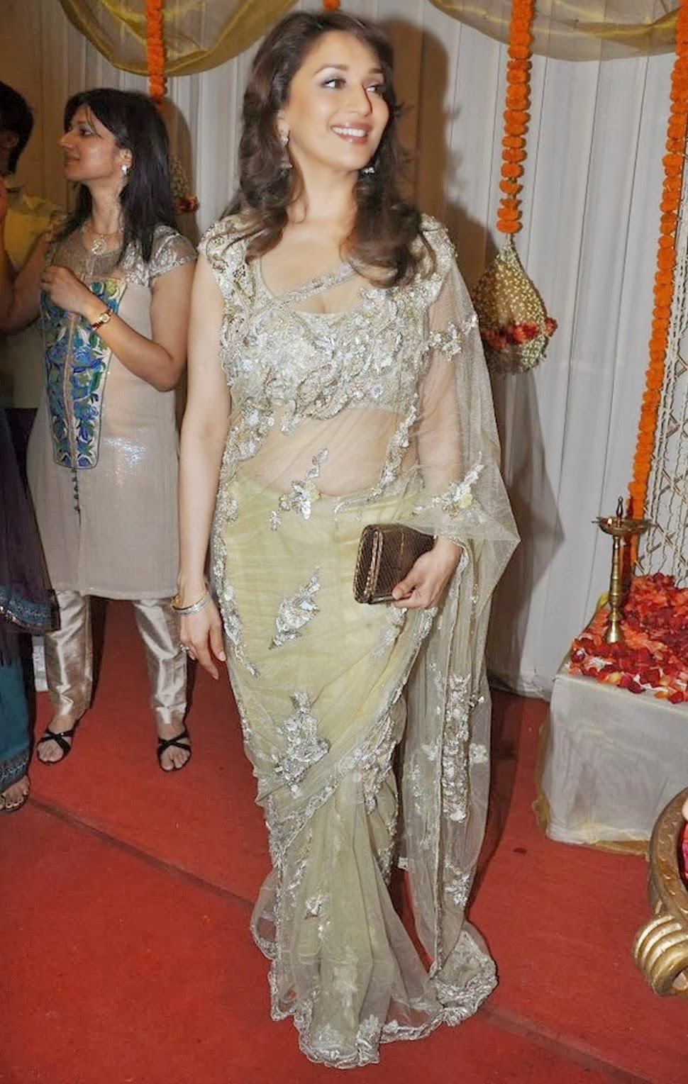 Madhuri Dixit Hot Cleavage HD Wallpapers in Saree