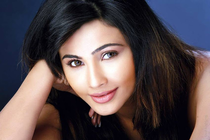 side | introducing daisy shah latest photos