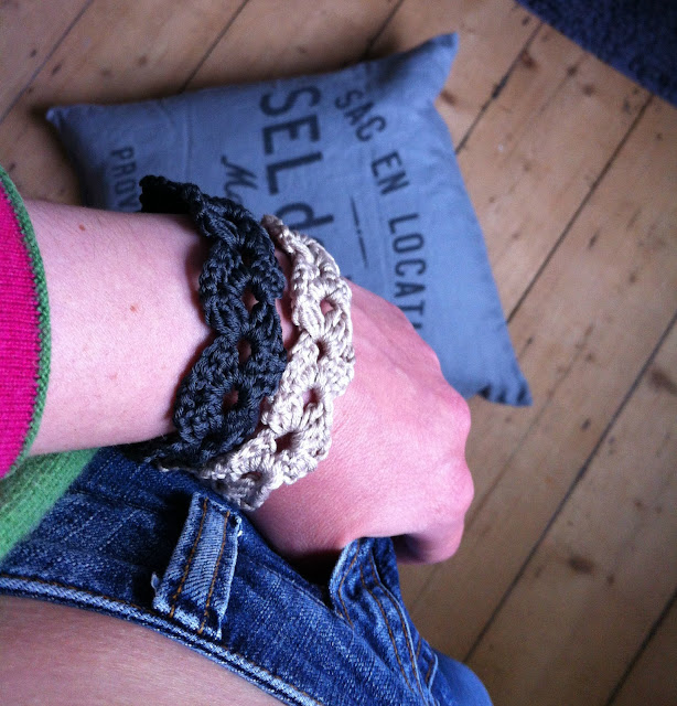 The Blooming Times: Crochet cuff tutorial and pattern - Oh my cuff