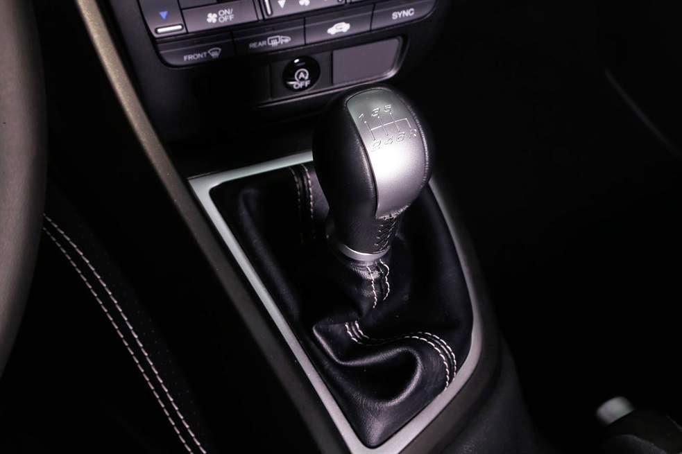 2015 Hoinda Civic 10 -  - So sánh Toyota Camry 2015 và Honda Civic - Sự so sánh khập khiễng