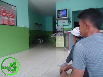 FOTO : Menunggu panggilan tes kesehatan di  Klinik BOHC Muara Badak