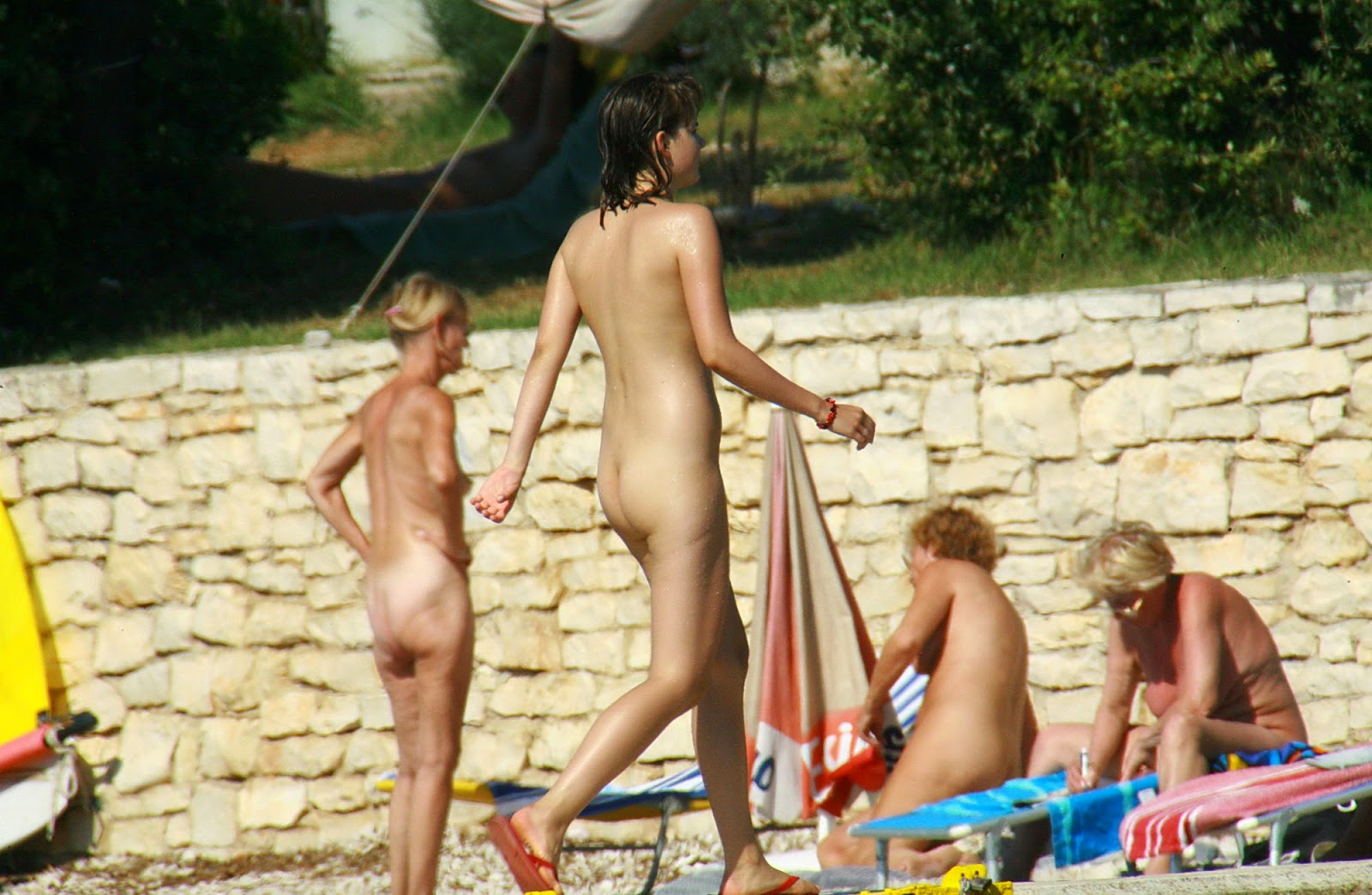 Not only family nudist colony movies Fickstute....herrliches