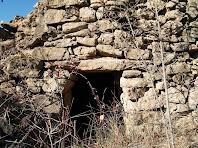 Porta d'entrada amb llinda simple de la barraca de vinya del Clot de la Seuva