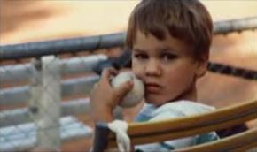テニスの大好きな少年。
