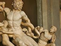 Mengapa patung pria Yunani telanjang?