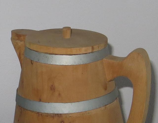 Ampliação de fotografia de Jarro de Vinho de Cheiro feito em madeira de cedro do mato