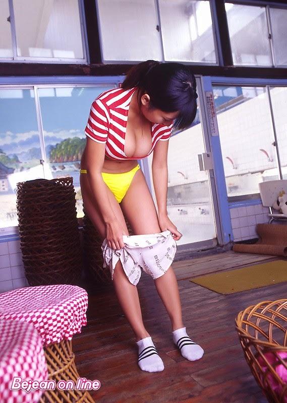 Ngắm gái xinh nhật bản ướt át cùng bikini