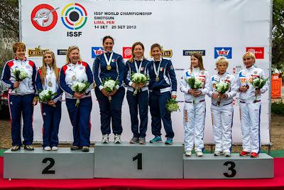 Pódio do Skeet por equipes - Simona Scoccheti, Katiuscia Spada e Diana Bacosi (Itália) - Campeonato Mundial de Tiro ao Prato Olímpico 2013 - Foto: Divulgação/ ISSF