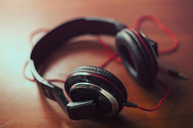 Mendengarkan Musik Favorit