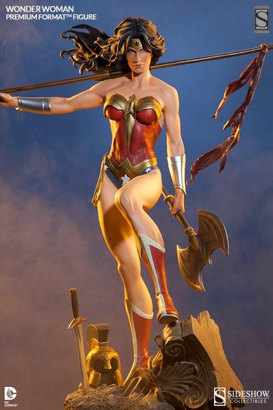 Ecco Wonder Woman con la sua ascia.