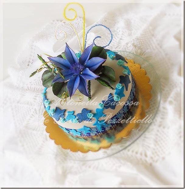 http://www.letortedipezzettiello.com/2014/03/torta-con-clematis-blu.html