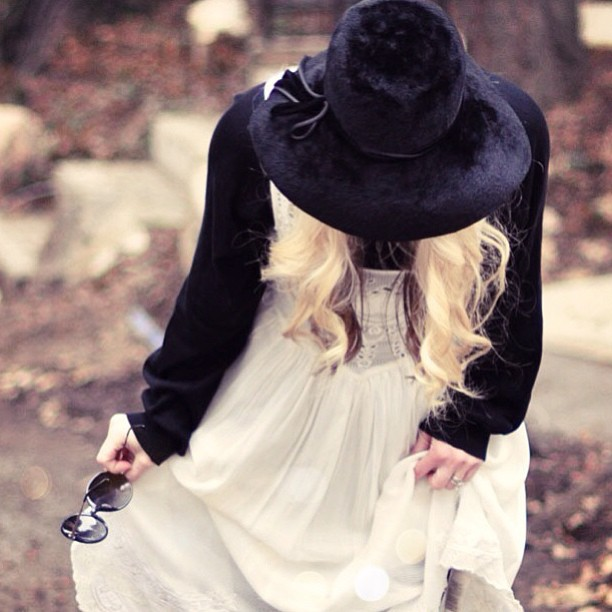 stevie nicks style, vintage floppy hat, retro bohemian look