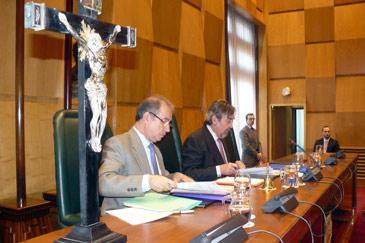 Un crucifijo preside la sala de plenos del Ayuntamiento de Zaragoza
