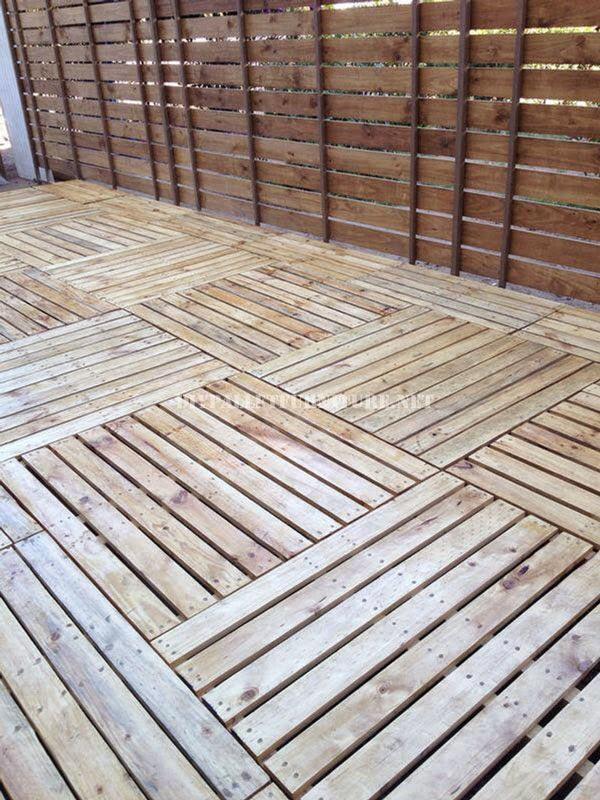 Ejemplos de tarimas construidas con for Base de cama hecha con tarimas