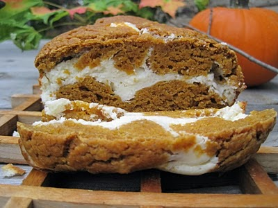 http://www.doitbcisaidso.blogspot.com/2012/03/pumpkin-bread-with-cream-cheese-ribbon.html