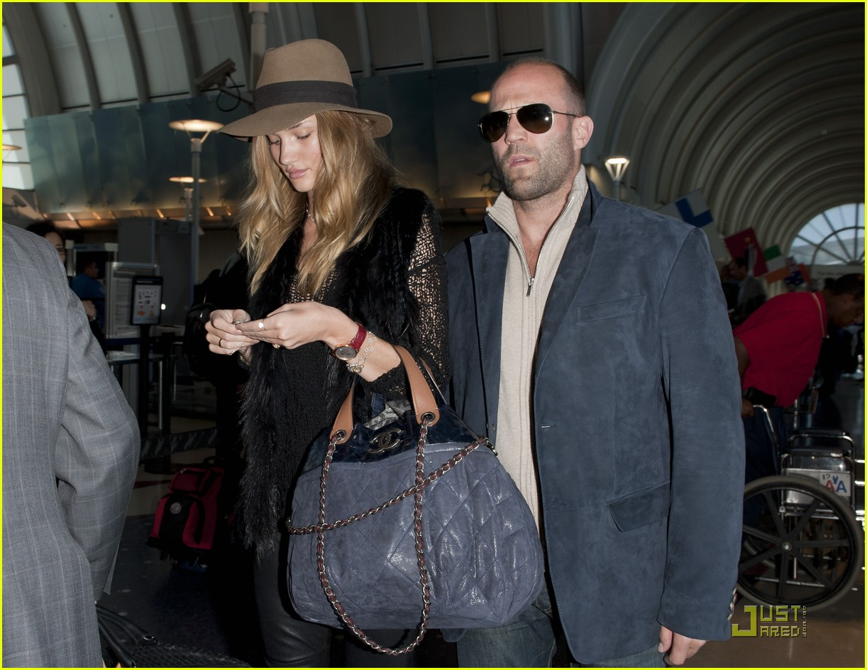 http://2.bp.blogspot.com/-waLAJurD878/Tb58A_ByveI/AAAAAAAAIUs/ftfMwIS467M/s1600/rosie-huntington-whiteley-jason-statham-ready-for-nyc-07.jpg