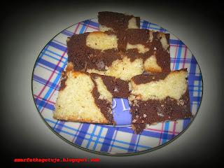 http://smerfetkagotuje.blogspot.com/2013/09/czekoladowo-kokosowe-ciasto-z-biaek.html