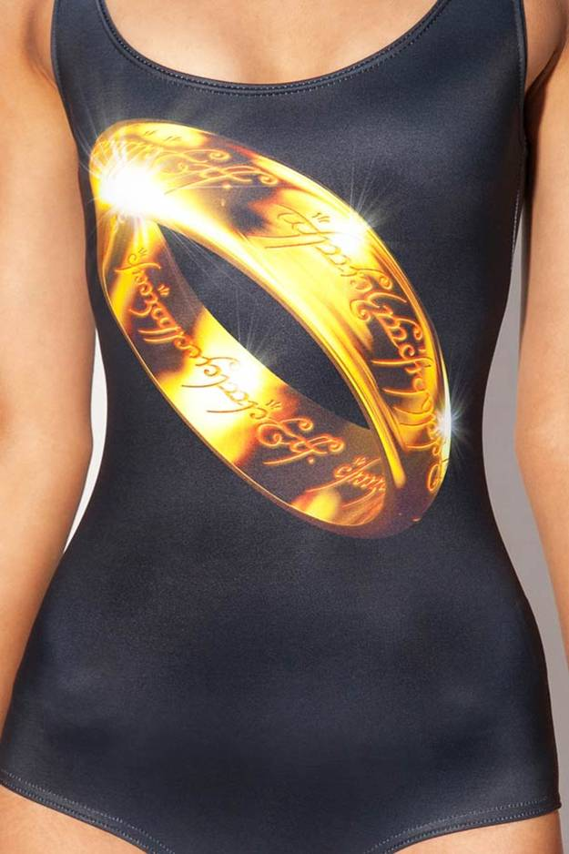 Lord of the Ring swimsuit by Black Milk — Today the Australian brand continues to make eyes at geeky girls fans of Tolkien's saga with a complete line based on The Lord of the Rings and The Hobbit. Some dresses, leggings and swimsuits not necessarily easy to wear, but fans will appreciate.