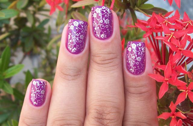 Esmalte Noite Quente + Carimbo Floral