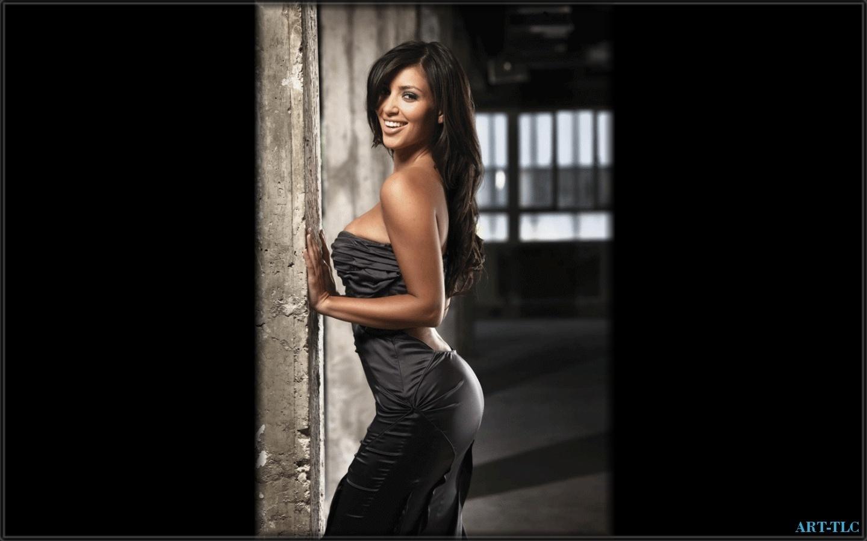 http://2.bp.blogspot.com/-wbI55YcEFCU/TzaCSlF_BUI/AAAAAAAACDI/uV27KcHMnB0/s1600/Kim-wallpapers-kim-kardashian-2014640-1440-900.jpg
