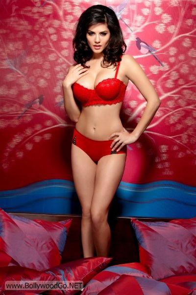 Sunny+Leone+Red+-+BollywoodGo+(1)