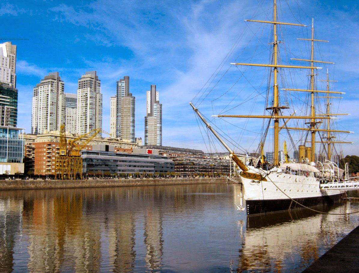 Puerto Madero em Buenos Aires na Argentina: exemplo bem sucedido de intervenção urbanística que recuperou uma grande área degradada da cidade.