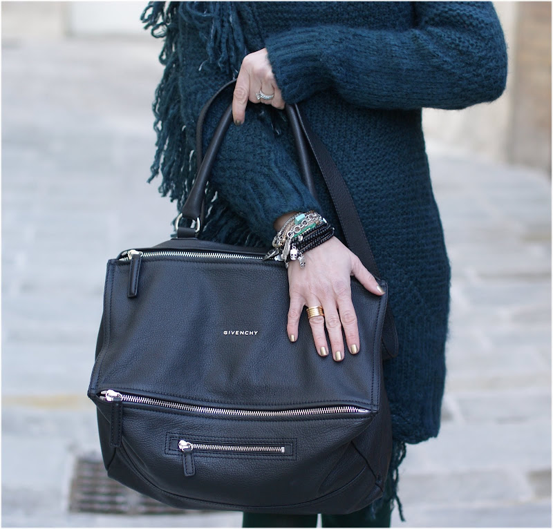 Givenchy Pandora bag, BVLGARI BZero ring, Fashion and Cookies