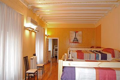 Uno de los dormitorios del Hostel.