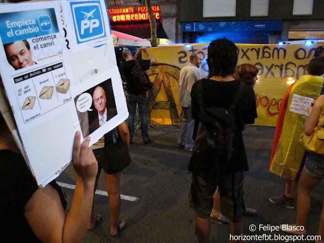 Protestas frente a la sede del PP, en Barcelona