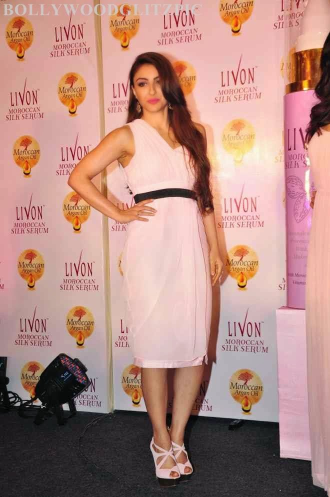 Soha Ali Khan Hot Sleeveless Half White Frock Photo