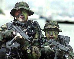 http://2.bp.blogspot.com/-wcDUiadT_k8/Tpbi1RhZglI/AAAAAAAAMRg/RMtI69Termw/s1600/navy-seal-4MA28871821-0038.jpg