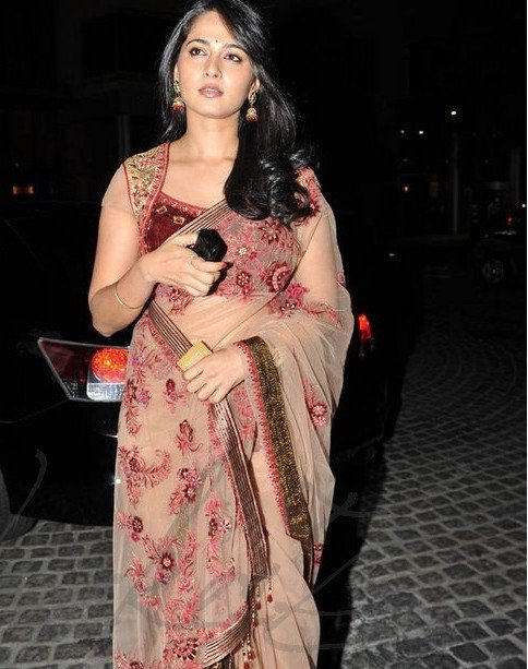 anushka shetty at 58th filmfare awards 2011 latest photos