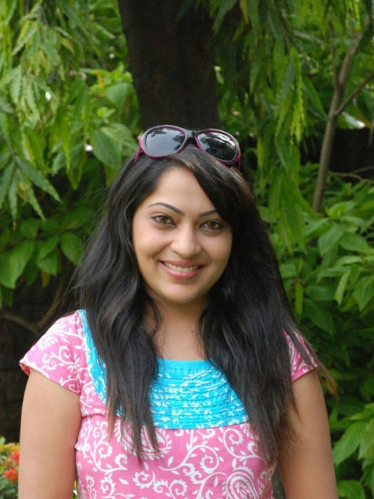 malayalam tv anchor,malayalam tv anchor cute stills