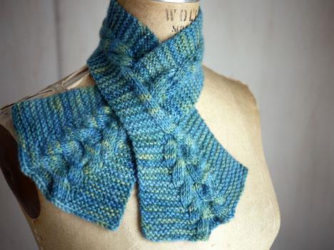 Вязание шарфа на спицах с дырочками