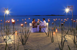 Merry Christmas Eve Dinner Ideas for Couples on Beach side
