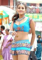 Kausha, hot, cleavage, show