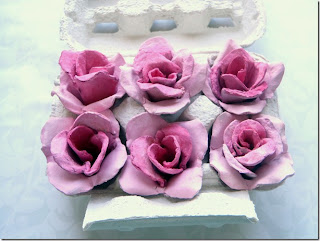 como hacer rosas de carton de huevo