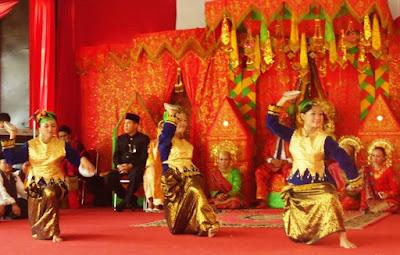 Tari piring dari Sumatra Barat