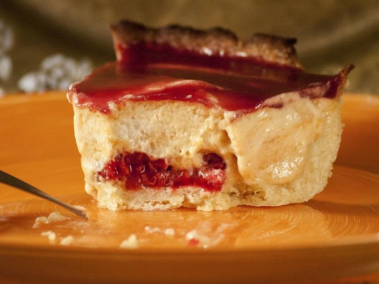 tarte fruits rouges, Dessert aux fruits, Tarte à la mousse d'abricots et son miroir de framboises, tarte fruits, tarte entremet, mousse d'abricots, mousse de fruits, miroir de framboises, recette facile entremet