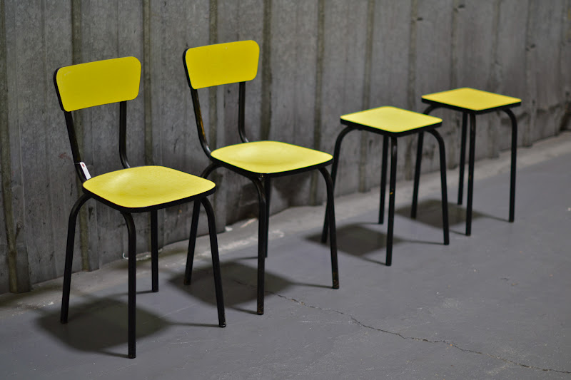 past present ensemble de chaises en formica jaune. Black Bedroom Furniture Sets. Home Design Ideas