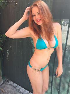 الممثلة الأمريكية ميتلاند وارد في صور ساخنة بالبكيني في سانتا مونيكا