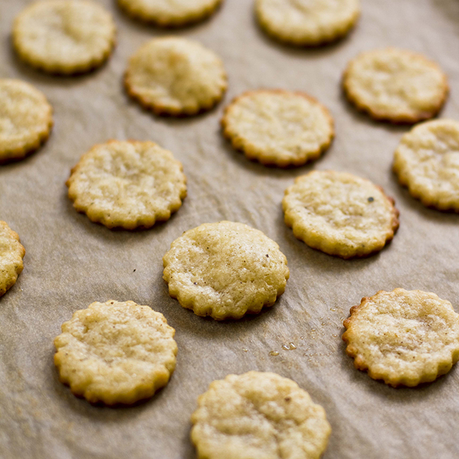 Yummy Supper : HOMEMADE PARMESAN CRACKERS