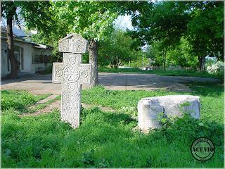 Crucea votivă şi Fântâna Sud