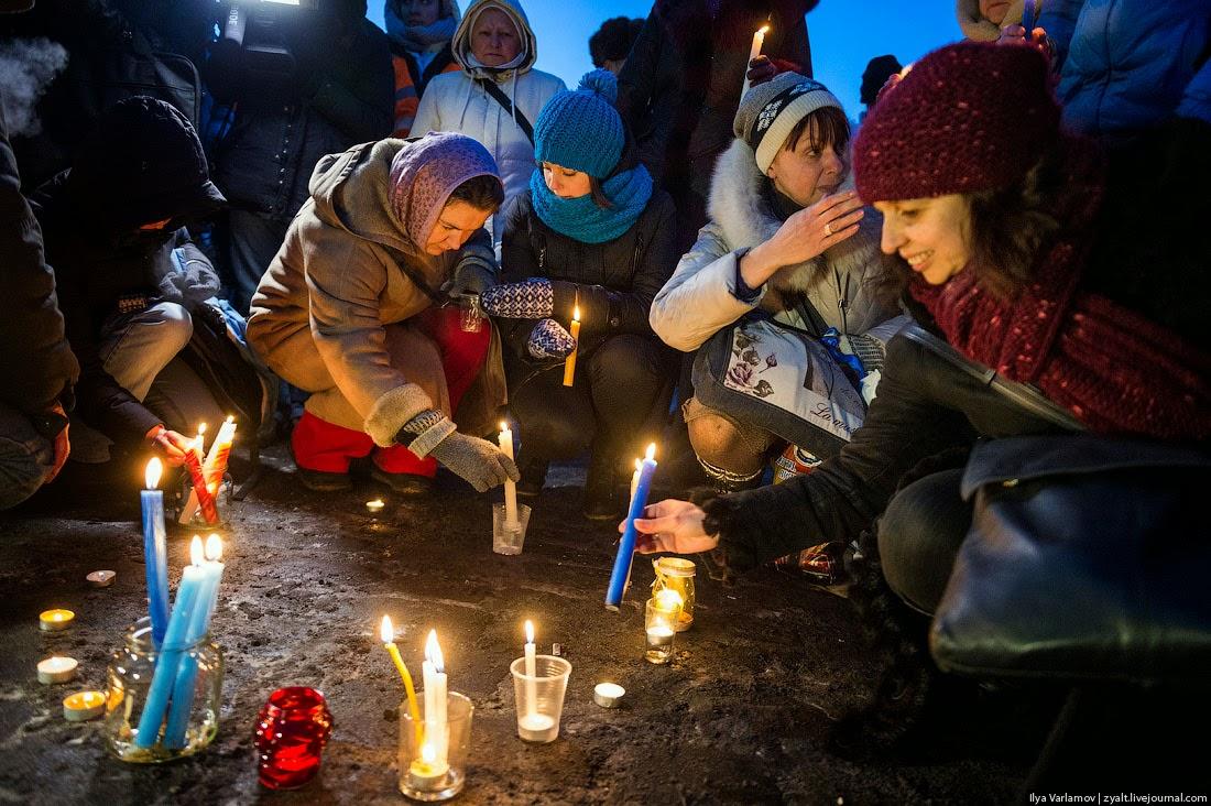 35. Вчера вечером прошли акции памяти убитых. Сегодня МВД сообщило, что зарезали милиционера.