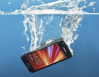 Ini yang harus anda lakukan jika Smartphone anda terendam air