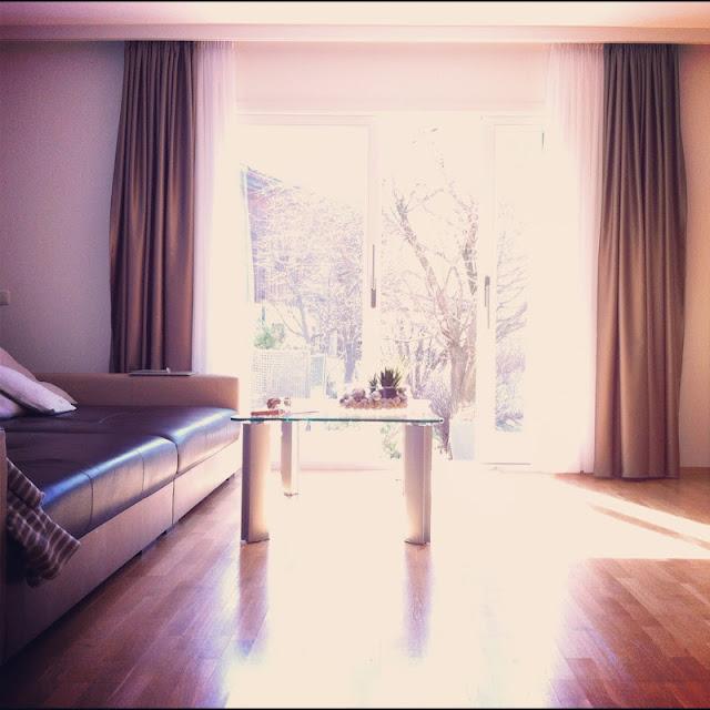 Nachdem Wir Im Ganzen Haus Die Fenster Erneuert Haben, Hatten Wir In Den  Faschingsferien Zusätzlich Auch Noch Unser Wohnzimmer Renoviert.