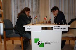Ronde 4 - Judit Polgar (2701) 1/2 Maxime Vachier-Lagrave (2715) © Site officiel