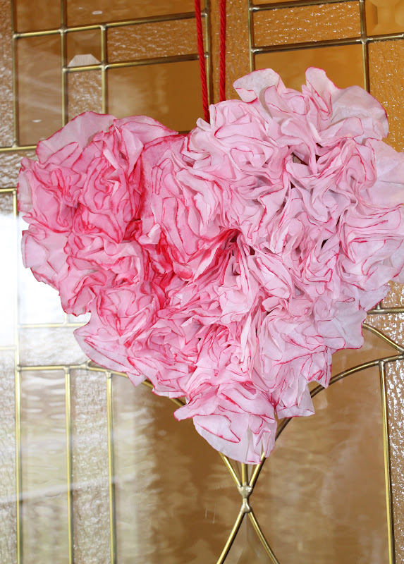 DIY: Heart Shaped Valentine\'s Wreath with Coffee Filters | Soccer ...