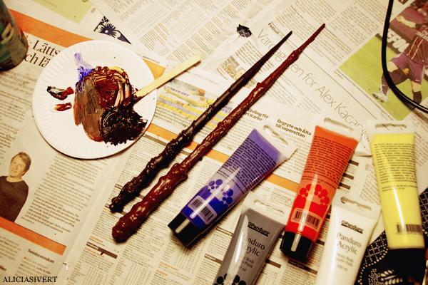 aliciasivert, alicia sivertsson, bellatrix lestrange, harry potter, halloween, hogwarts, handicraft, craft, fanart, wand, wizard, witch, diy, masquerade, utklädnad, utklädd, trollkarl, häxa, trollstav, fest, pyssel, handarbete, gör det själv, blompinne pärlor, akrylfärg, acrylic paint